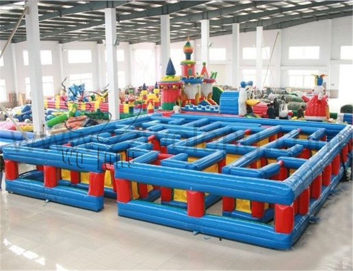 Inflatable labyrinth