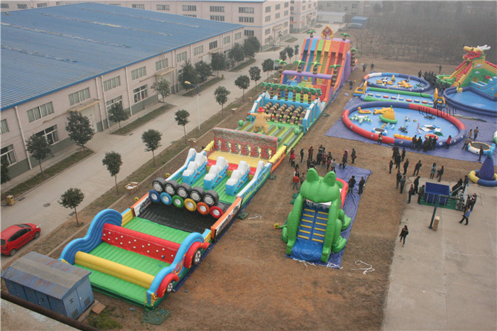 Inflatable obstacle course on land